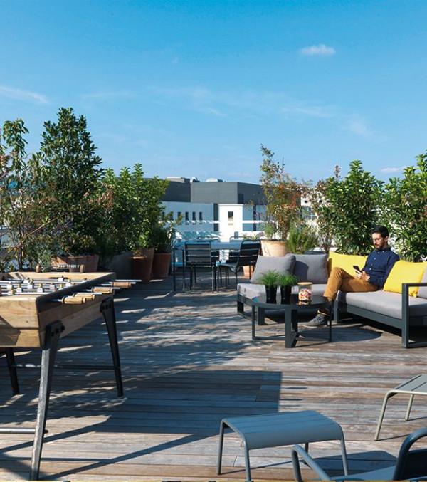 appartement-terrasse-exterieure-coin-detente-baby-foot-lyon