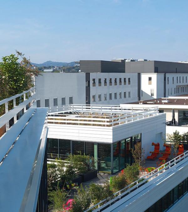 vue-exterieur-terrasses-rooftop-maison-vitton-lyon