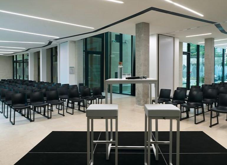 espace-rencontre-200-personnes-en-theatre-conference-lyon