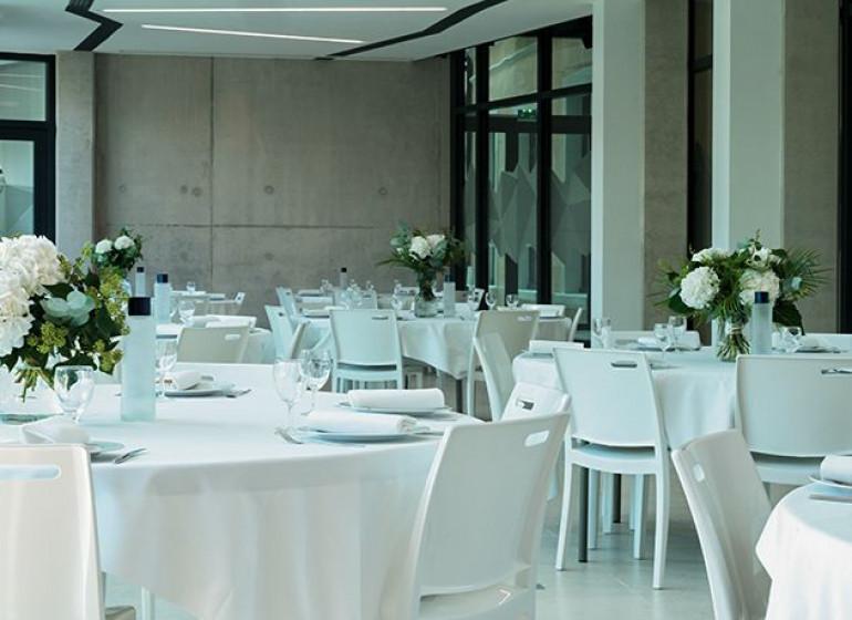 espace-rencontre-150-personnes-diner-assis-lyon
