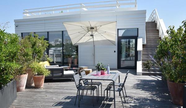 appartement-terrasse-rooftop-parasol-ouvert-lyon